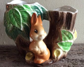 Hornsea rabbit double posy vase