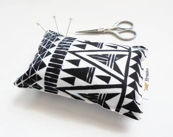 Sewing Gift, Arrow heads Pin cushion, seamstress gift, tailors gift, crafters gift, pin organiser, desk tidy.