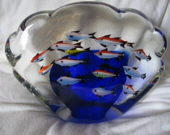 Lovely DYNASTY GALLERY HEIRLOOM Fish Aquarium Paperweight