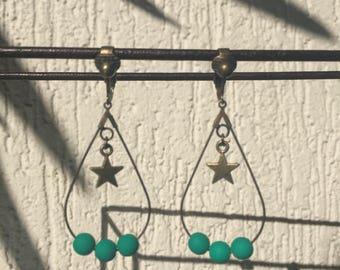Green star beads earrings