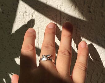 Adjustable silver ring leaf