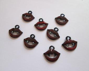 8 breloque vampire métal laqué rouge et noir 14 x 13 mm