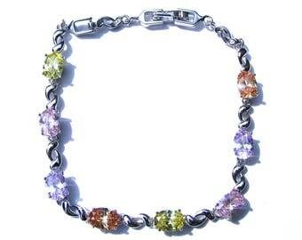 Bracelet plaqué argent et cristal à facette multicolore.