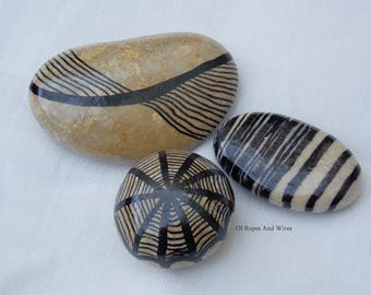 Pebble paperweight with graphics (lot 3)