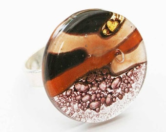 Brown round glass ring