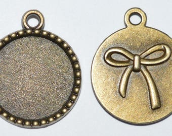 3 supports pendants 18mm with a bow on the antique bronze back