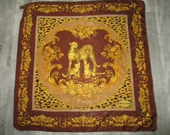 Beautiful scarf vintage Enrico COVERI silk Brochee in in very good condition with its tag 85 X 85 cm scarf