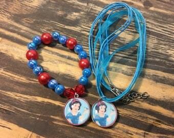 Snow White party favors.Snow white bead bracelet.Snow white pendant necklace.Snow white birthday party.