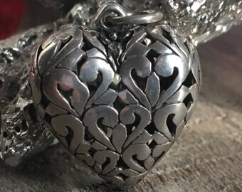 Beautiful Vtg Sterling Silver Puffy Filigree Heart Pendant 5.4 grams
