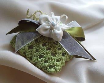 Crochet wedding Favor Green Egyptian cotton sachet, satin ribbon and organza, flower satin, 5 almond confetti