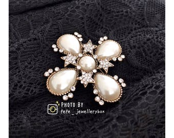 Hand Made: Vintage Pearl Flower Brooch with stars
