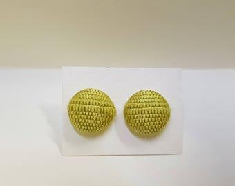 Button earrings in silk, yellow