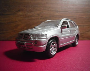 "Collection car model ""BMW X5"" by ""Maisto"".  Metal collection car model."