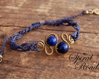 Wire and macrame bracelet with Lapis Lazuli