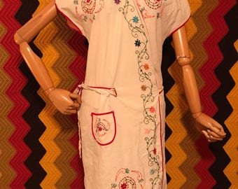 Womans 60's Embroidered Dress No tag but appears to be large