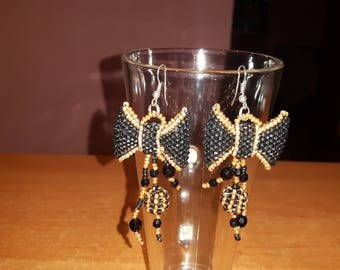 Valentine gift.Seed beads earrings.Gold and black earrings.Hand made.