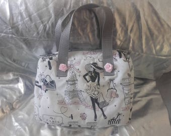 matching a set consisting of a bag and purses