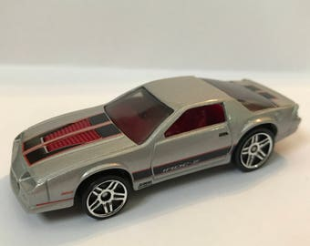 Fridge Magnet:Silver '85 Camaro  IROC-Z Hot Wheels®