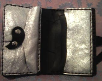 Wallet man-woman handcrafted/Hand Made in leather silver and rubber. One Piece!