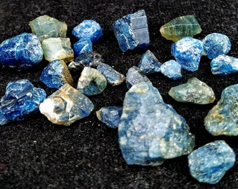 256.80 Unheated& Natural Blue Lazurite Rough Stone