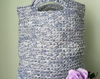 Crochet bag with cork base