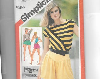 Simplicity Misses'  Pull-On Shorts and Pullover Tops for Stretch-Knit Pattern 5932