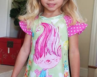 Handmade Girl's Trolls outfit! Tunic top and leggings! Sizes 4-12 available.  Perfect for parties and birthdays!! Bee Comfy Clothing.