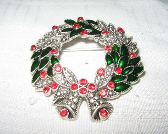 Vintage Christma wreath brooch