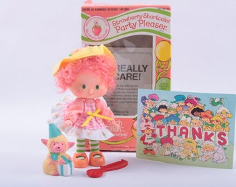 Vintage Strawberry Shortcake Doll in the Box, Peach Blush, Pet, Lamb, Accessories ~ The Pink Room ~ CC002