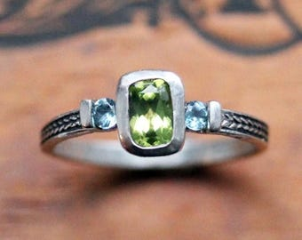 3 stone ring, peridot ring, unique mothers ring, birthstone ring, August birthstone, wheat braid ring, oxidized ring, ready to ship sz 6