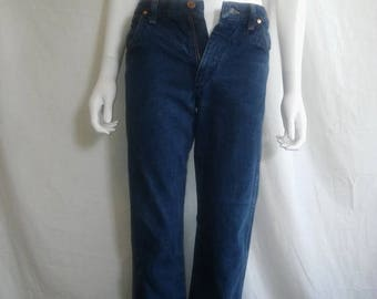 Closing Shop 40%off SALE Wrangler crop raw Jeans W Waist 28 X 25 Length