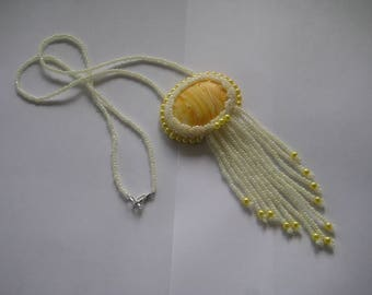 Necklace, Handbeaded in white and yellow pearl