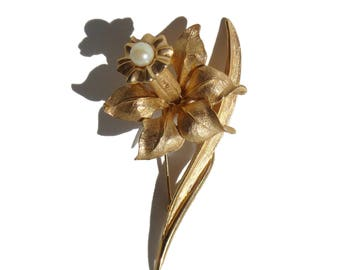 Vintage Boucher Jonquil Brooch Floral Cultured Pearl Pin 8369P