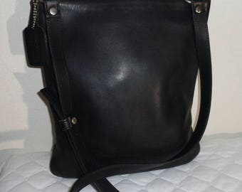 COACH slim  messenger bag, cross body tote, camera bag, purse black silky smooth leather mod 9457 vintage 1990 very clean