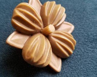 Vintage Cottage carved flower extra large screw back embellishmentd button(July 151 17 )