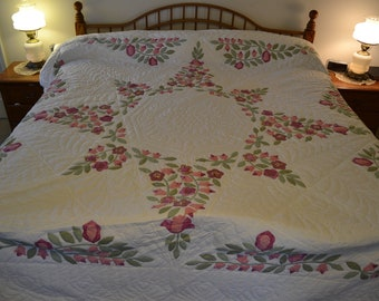 "Amish Flower Star King quilt, 110"" x 118"""