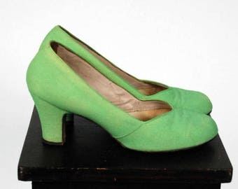 Memorial Weekend Sale - Vintage 1940s Shoes - Spring 2017 Lookbook - The Daquiri Shoes - Spring Green Fabric Baby Doll Pumps Rare Size 9 B