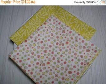 SALE Cloth Napkins Circles Pastels Yellow Modern Leaf Print Set of 4