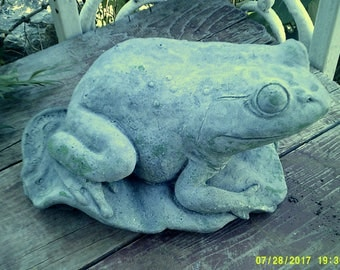 BIG FROG STATUE For Yards And Ponds