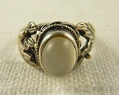 SALE ---- Size 6.5 Vintage Sterling Moonstone Ring