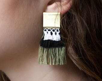 Lace earrings - CHEEBA - White lace with green and black fringe