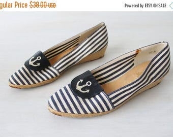 SALE Vintage Espadrilles Navy and White Striped Slip On Canvas Shoes / Leather Trim / Nautical Shoes / Pappagallo / Size 10