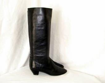 Sz 8b Vintage tall black leather 1980s low heel women walking boots.
