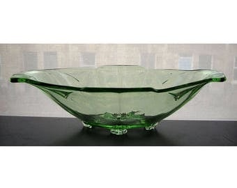 Art Deco green glass bowl / 1920s-1950s glass fruit bowl / Vintage glass