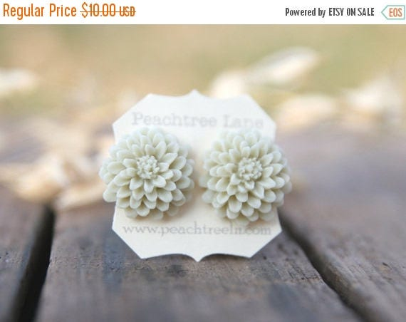 CHRISTMAS in JULY SALE Cream Ivory Ecru Chrysanthemum Flower Earrings // Bridesmaid Gifts // Bridesmaid Earrings // Country Barn Wedding