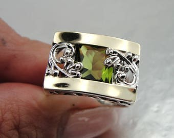 Silver Filigree Peridot Ring, Silver and Gold Ring, Yellow Gold Peridot Ring, Size 8, Green Stone, August Birthstone, Birthday, Gift (s 1658