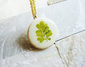 Pressed Leaf Necklace, Real Green Leaves in Resin, Corydalis Leaves, Wood Pendant Necklace, Flower Jewelry, Naturalist Gift Bridal Jewelry