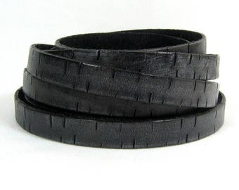 25% Off 2 Feet Bark Leather - 10mm Flat - Black -10MB3