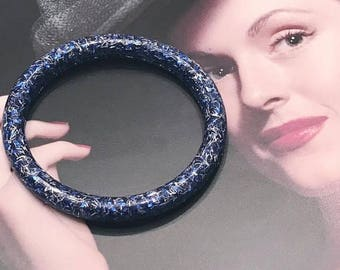 40% OFF Christmas in July Sparklelicous by Sassy -- Vintage Styled Sparkly Tinsel Glitter Resin Bangle in Midnight Blue and Silver