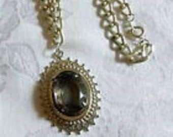 Pendant necklace vintage silvertone with glass bead